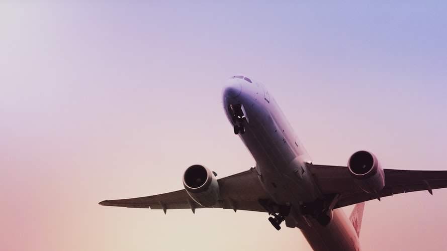Distanțare socială la Tarom. O să zboare un avion plin, apoi un avion gol