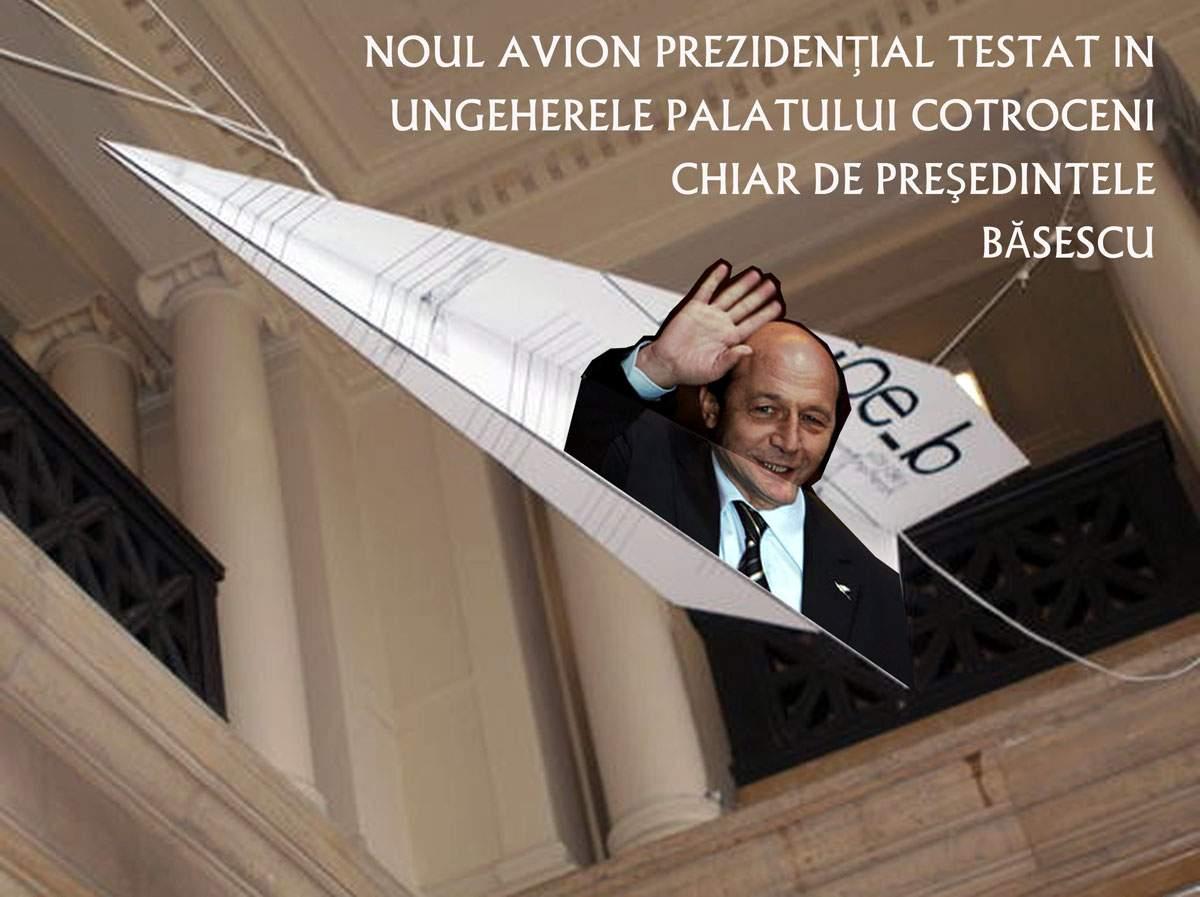 Băsescu, surprins la manşa aeronavei prezidenţiale