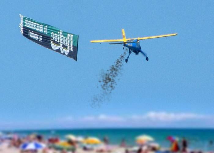Au mers prea departe! Anul ăsta, avionul Nutline aruncă cu coji de seminţe în turişti