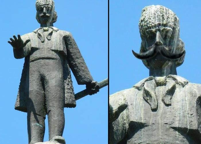 Poza zilei! Pentru că e prea urâtă, statuia lui Avram Iancu din Cluj va fi rebotezată Károly Róbert