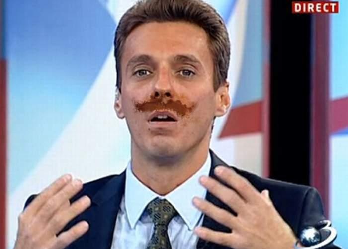 Mircea Badea, schimbare radicală de look! Azi a venit la birou cu o mustață maro