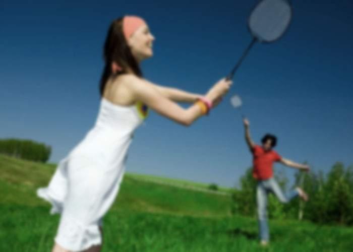 Românii nu mai sunt sportivi! Peste 75% cred că Badminton e o marcă de whisky