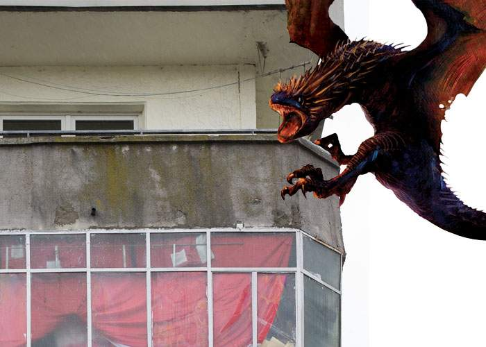 Ca-n Game of Thrones! Unui român i-au clocit 3 dragoni pe balcon şi acum înoată în găinaţ