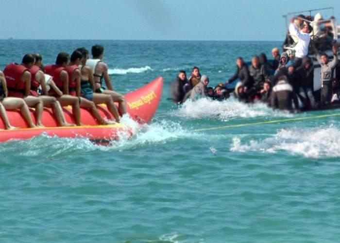 Incident naval la Mamaia: o plută cu 100 de imigranţi a lovit o banană cu 100 de cocalari