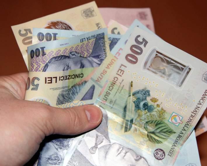 Descoperirea unui român: pe măsură ce a plătit ratele, suma datorată băncii a crescut