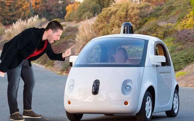 Un IT-ist spune că i-a luat un an să dezveţe maşina autonomă să mai înjure în trafic