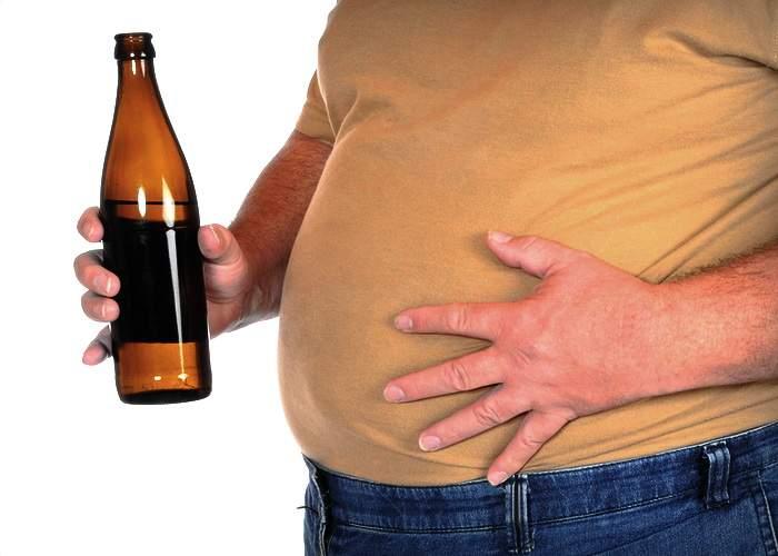 Un bărbat e convins că e gravid: Am pofte necontrolate de bere; mă trezesc dimineaţa cu greţuri