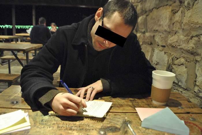 Un român trimite plicuri cu mesaje de mulțumire celor care nu l-au invitat la nuntă anul acesta