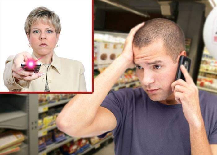 Studiu: Bărbaţii nu pot cumpăra nimic din magazine, dacă nu sunt teleghidaţi de soţii prin telefon