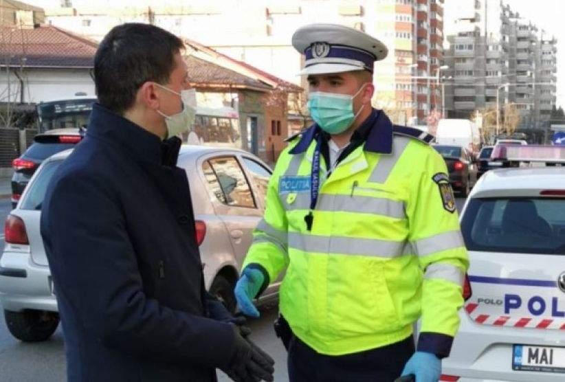 Sătul să-l tot întrebe unde merge şi cât stă, un român vrea să divorţeze de Poliţie