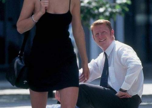 Din cauza modului în care se îmbracă femeile, bărbaţii au impresia că numărul lor s-a triplat