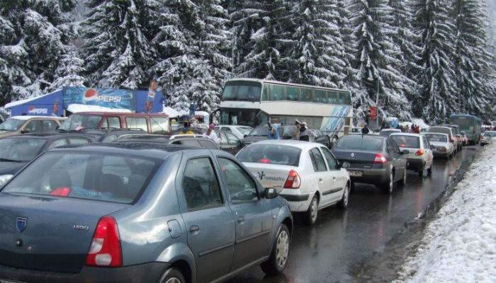 DN1, sufocat cu maşini. Zeci de mii de bărbaţi fug pe unde apucă, să scape de Valentine's Day