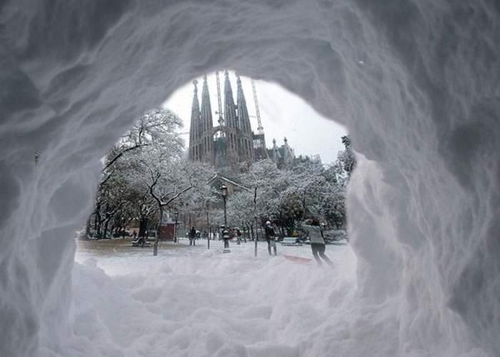 Iarna nu ne trebuie Schengen! Un sat întreg de buzoieni s-a strecurat pe sub zăpadă până în Spania