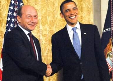 Băsescu a stat la coadă și a plătit 10 dolari ca să se fotografieze cu președintele Obama