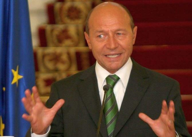 În loc să scoată nişte stenograme, preşedintele Băsescu a plictisit audienta cu bugetul UE