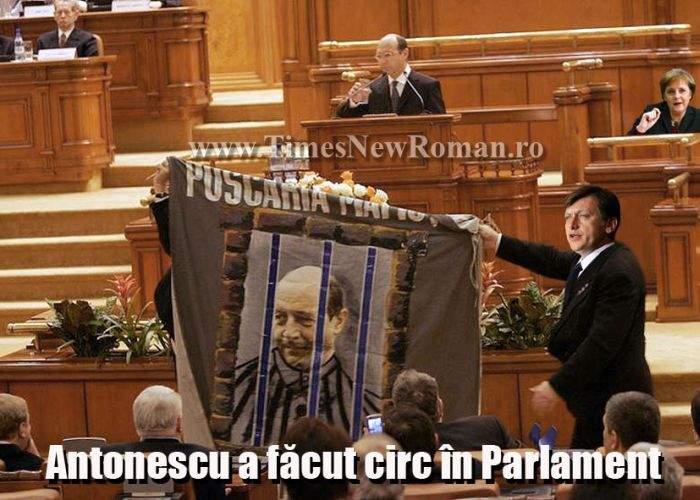 Băsescu, asistat de Merkel, a condamnat nazismul în Parlament