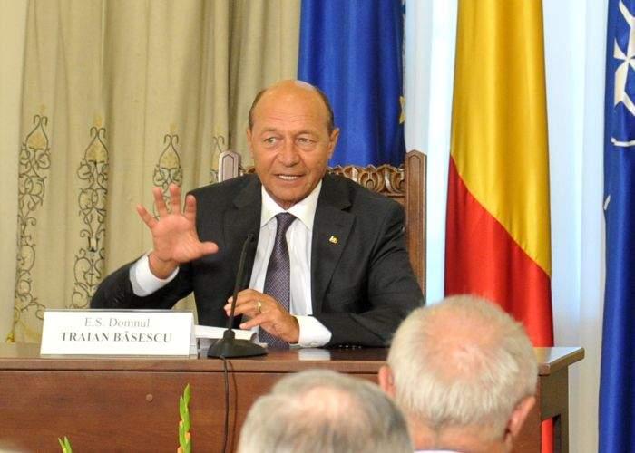 Traian Băsescu a solicitat ca cererea Parlamentului de demisie să fie printată pe hârtie moale