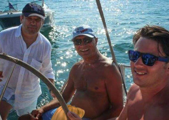 Poza zilei! Imaginea cu Băsescu la bustul gol, acum şi în varianta neretuşată