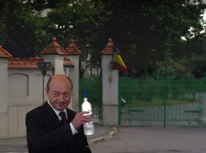 Băsescu îşi scrie memoriile! A început să îşi întrebe prietenii ce a făcut în ultimii 20 de ani