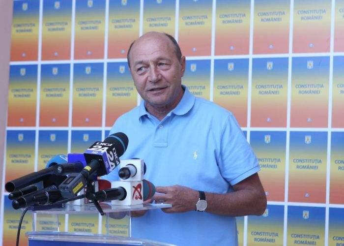 """Băsescu n-are emoţii la referendum: """"Doar votează tâmpiţii care au ales-o pe EBA europarlamentar"""""""