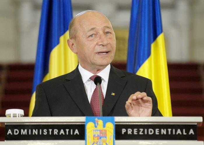 """Băsescu neagă recesiunea: """"De fapt economia crește, dar în celălalt sens!"""""""