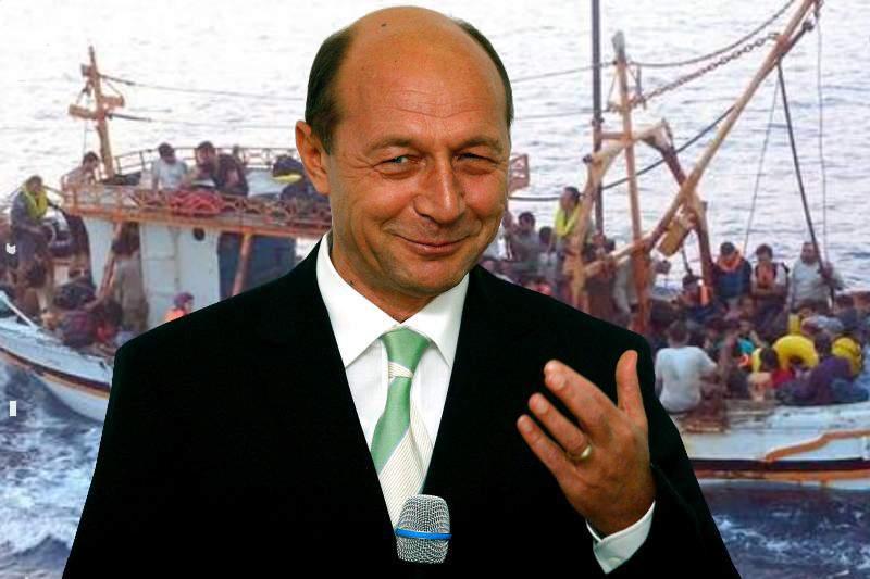 Problema refugiaţilor, rezolvată! Băsescu le-a vândut flota și nu mai au cu ce traversa Mediterana