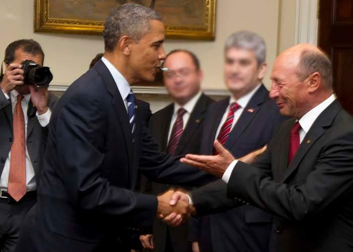 Băsescu s-a remarcat şi la Summitul din Polonia: A fost scuipat de preşedintele Obama!