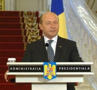 """Băsescu către români: """"Dacă vă deranjează canicula, plecaţi în Africa!"""""""