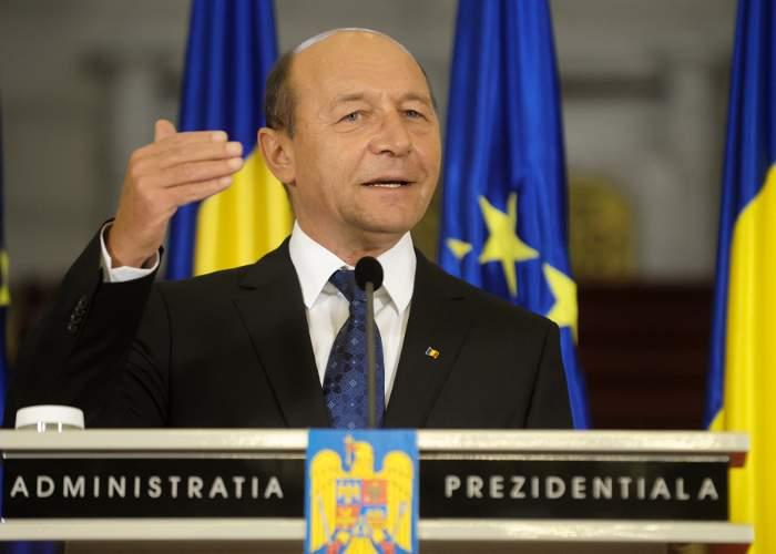 """Băsescu somează USL: """"Tura viitoare vreau să fiu suspendat iarna, că am chef de schi"""""""