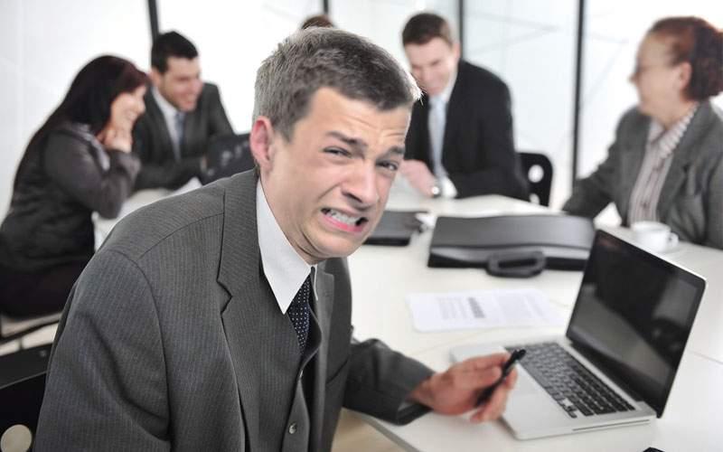 Mii de corporatişti muncesc deja de acasă! Şi-au trecut în buletin adresa de la serviciu