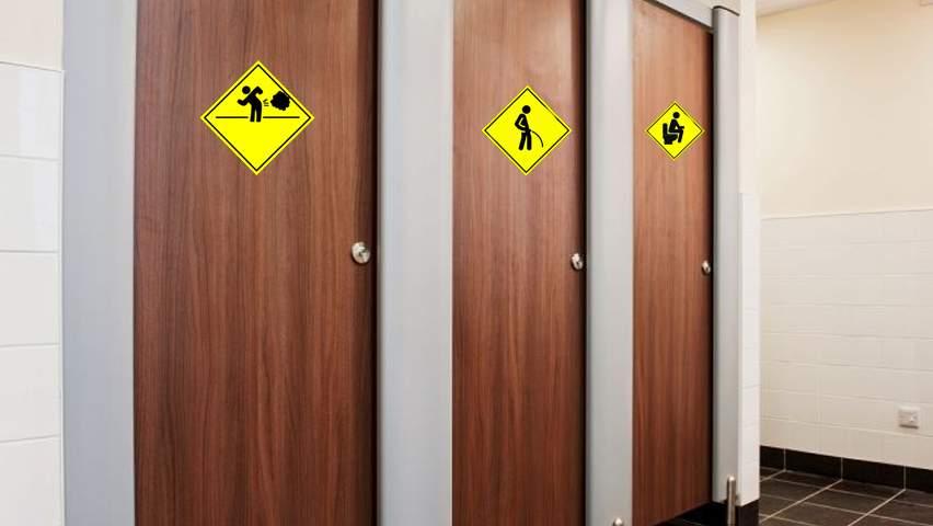Regulă nouă! Pe lângă tron și pisoar, toaletele din baruri vor trebui să aibă și bășinoar