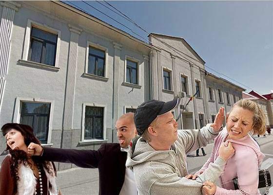 Bătăuşul din Straja, susţinut de tovarăşi. Mii de cocalari îşi bat femeile în faţa procuraturii