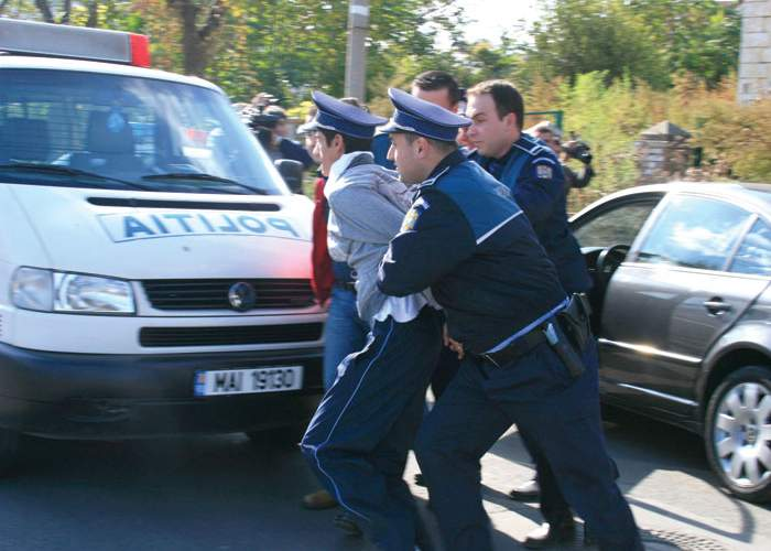 Lupte dure între două secţii de poliţie rivale din Capitală