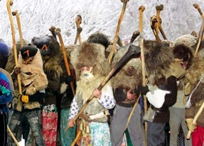 Zece lucruri despre bătaia tradiţională de la Ruginoasa