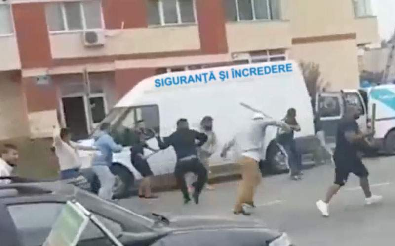 Bătaie cu săbii între două clanuri rivale de poliţişti, la Craiova