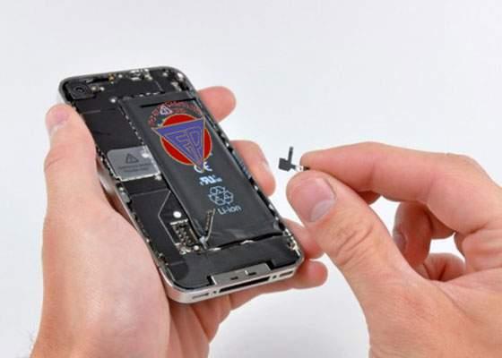Iphone ridică ștacheta: noua baterie va fi construită de Electroputere Craiova și va avea 22.000V