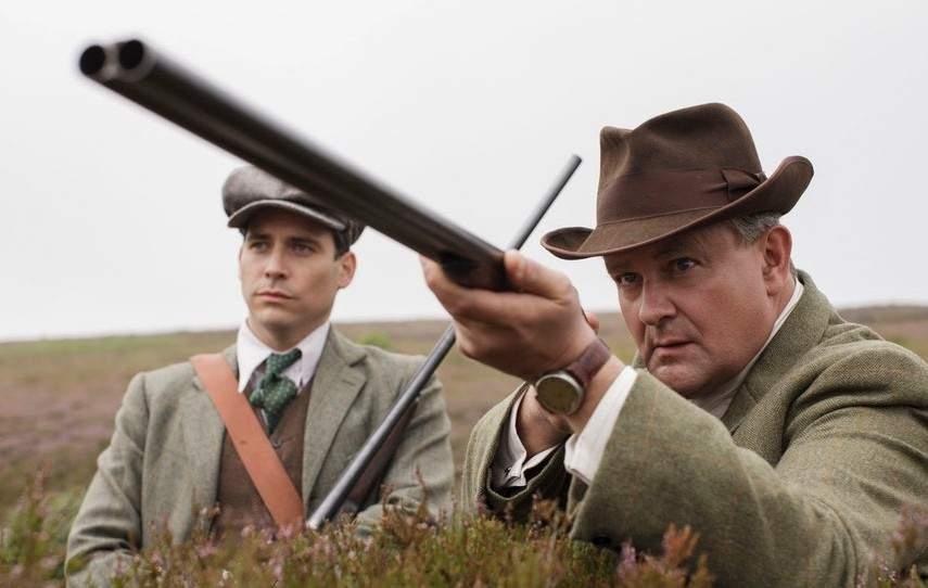 Contele Bathory a împuşcat azi doi hipsteri care puneau muzică în faţa castelului