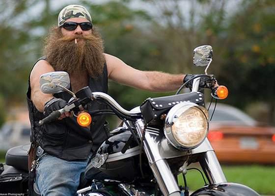 Deşi au gratuitate, tot mai mulţi pensionari renunţă la RATB pentru că au motociclete
