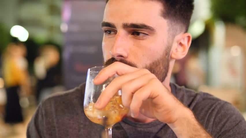 Bărbatul care a cumpărat din greşeală cidru în loc de bere spune că e fericită şi aşa