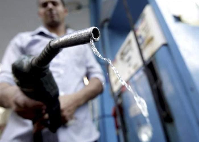 România sfidează sărăcia! Litrul de benzină a ajuns să coste aproape cât un baril de petrol