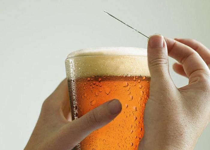 Chelner din Centrul Vechi, surprins spărgând bulele din bere cu acul, ca s-o servească răsuflată