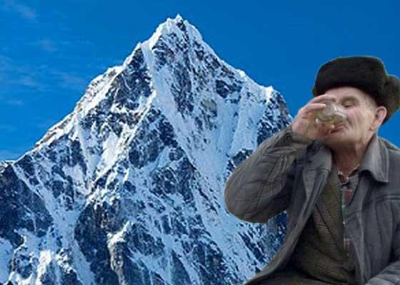 Un aventurier din Vaslui a urcat pe cele mai înalte 7 vârfuri din lume în căutare de băutură