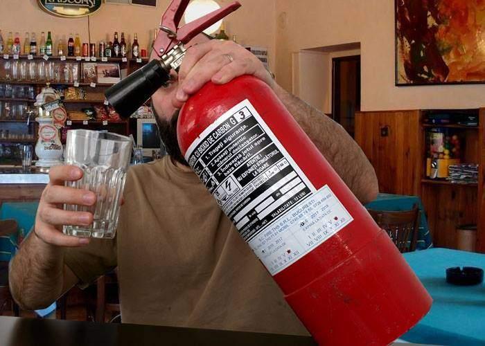 Toate birturile din Vaslui, închise! Localnicii au băut conținutul din absolut toate extinctoarele