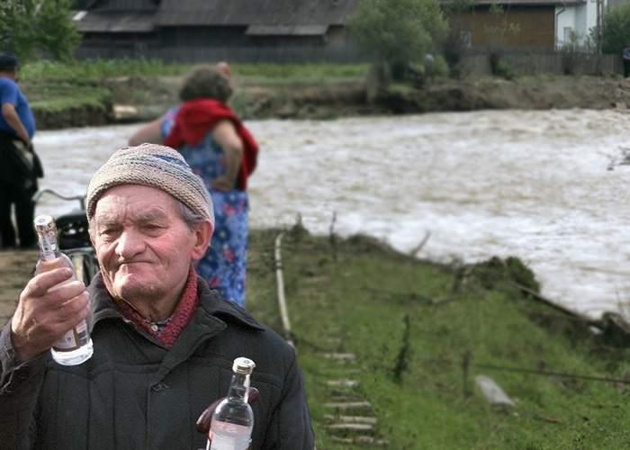 Zeci de mii de cârciumari, mobilizaţi de inundaţii: Aşteptăm sinistraţii, băutură e destulă!