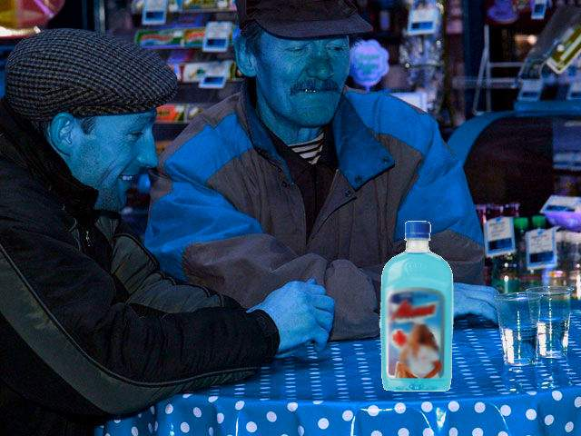 Adevăraţii ştrumfi! Într-un sat din Moldova, toţi sunt albaştri de la spirt