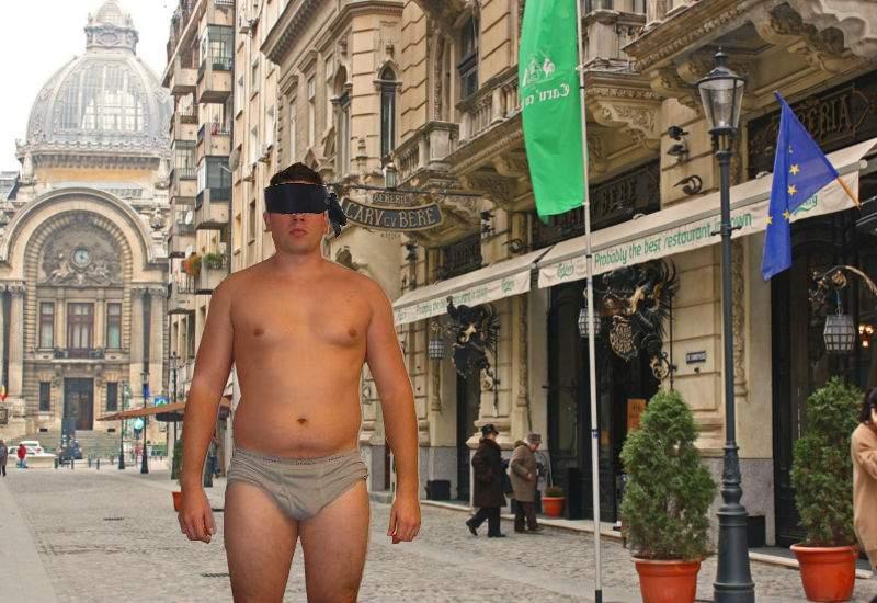 Bird Box Challenge. Un român a mers pe stradă legat la ochi şi după o oră era în chiloţi