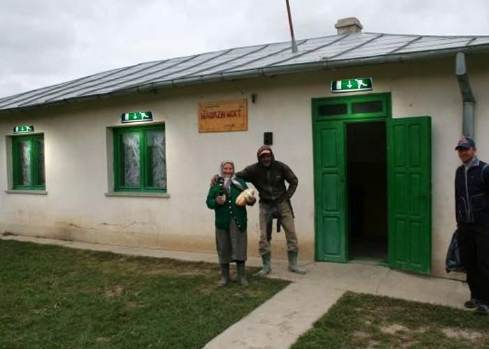 Se reduce drastic numărul asistaţilor social! Beţivii satului vor avea carte de muncă şi salariu de la primărie