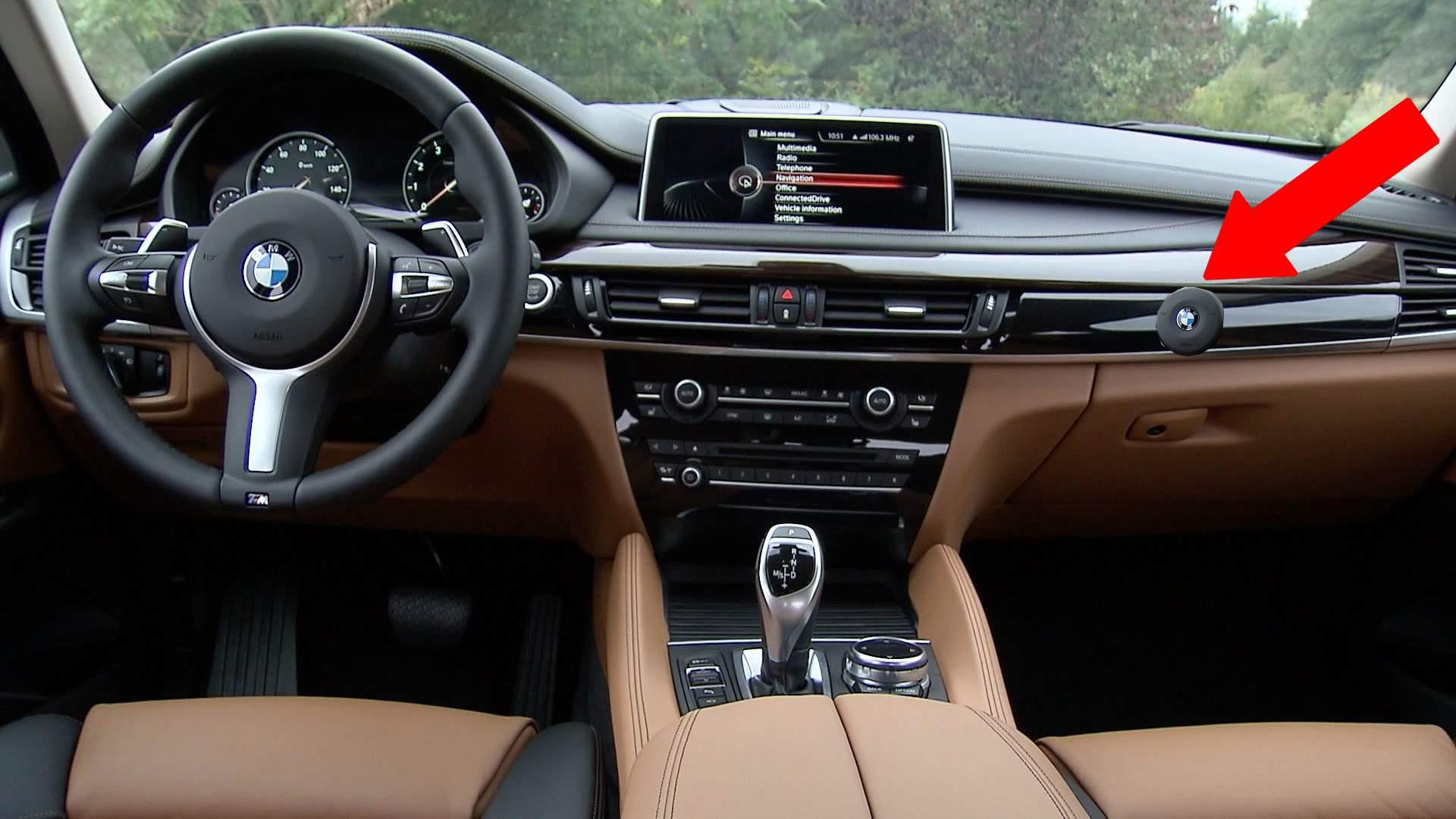 Face furori! BMW a lansat în România prima mașină cu claxon și pentru pasageri