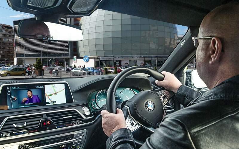 Pentru că predomină BMW-urile cu volan pe dreapta, în Vâlcea se circulă de azi pe stânga