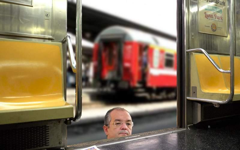 Boc părăseşte Alianţa Vestului, supărat că trenul de mare viteză propus are uşa prea sus